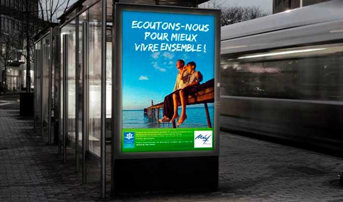 Affiche publicitaire arrêt de bus
