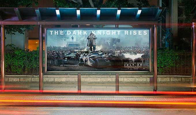 Affiche publicitaire pour arrête de bus et tram