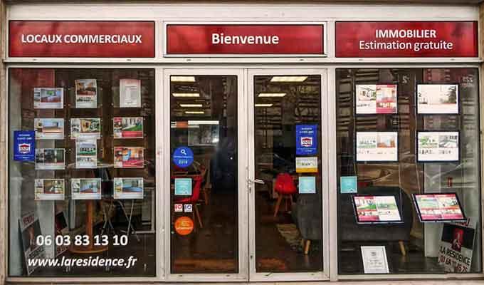 Lettrage autocollant sur mesure pour vitrine magasin, commerce et boutique